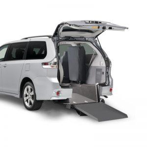 Plancher abaissé Toyota Braun entrée arrière manuelle