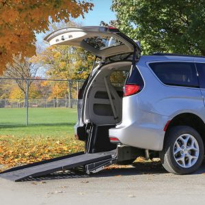 Plancher abaissé Chrysler Braun entrée arrière manuelle