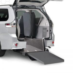 Plancher abaissé Toyota Braun entrée arrière motorisé