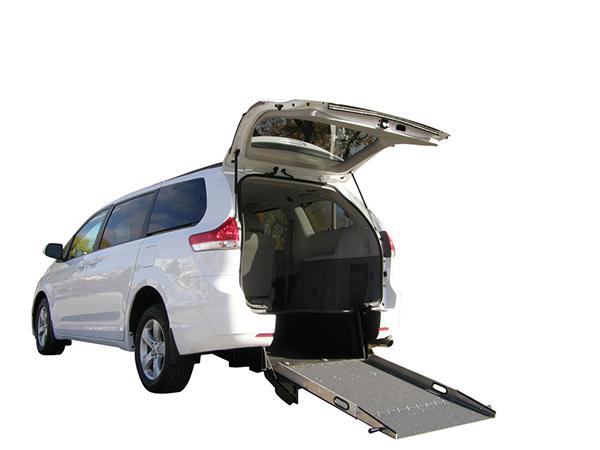 Plancher abaissé Toyota Savaria entrée arrière manuel